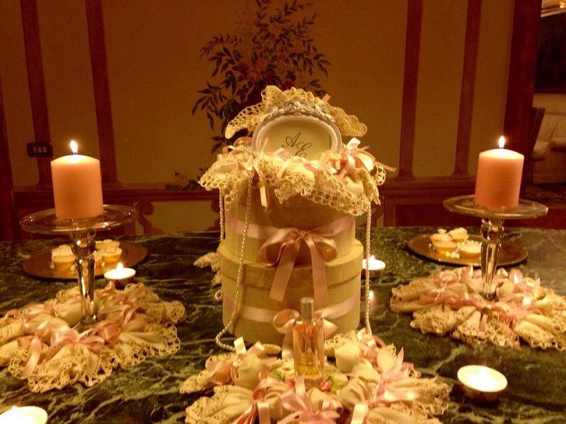 Tavolo delle bomboniere in stile settecentesco