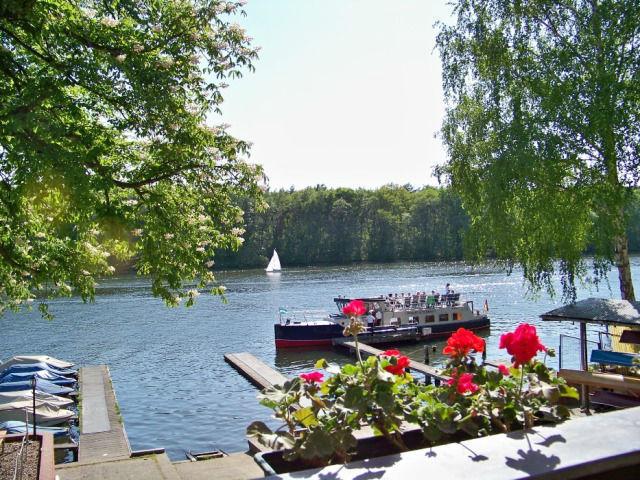 Beispiel: Ausblick von der Terrasse, Foto: Gasthaus Hahn's Mühle.