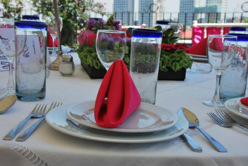 Montajes y banquetes de bodas al aire libre - Foto Banquetes Extelarys