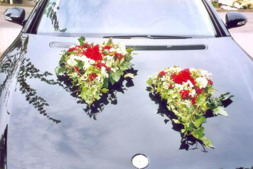 Beispiel: Floraler Autoschmuck, Foto: Blumen Reinhard.