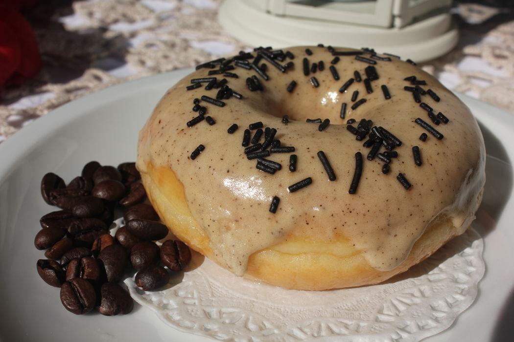 Donut com cobertura de glacé de café