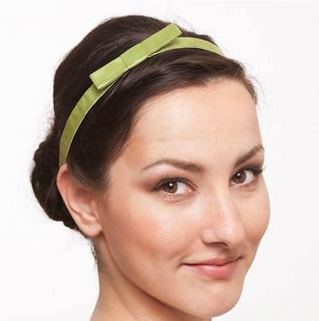 Beispiel: Grünes Seidenband für Ihr Haar, Foto: JAAP Accessoires.