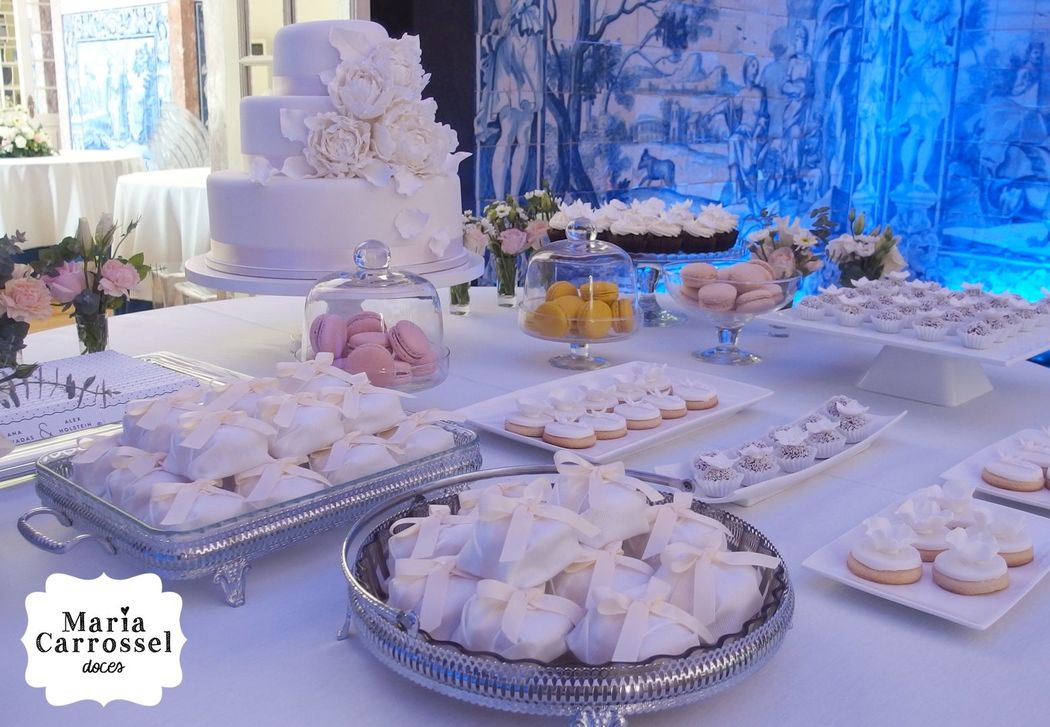 Bolo de Casamento, Cupcakes, Bem-Casados, Brigadeiros, Mini-Cookies by Maria Carrossel® Doces