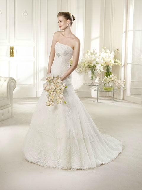 Beispiel: Elegantes Brautkleid, Foto: Brautatelier Tara.