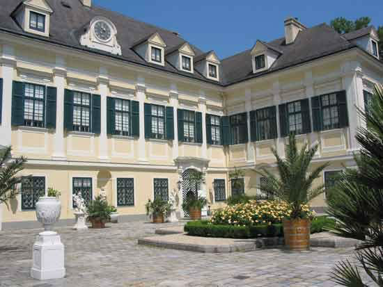 Beispiel: Ehrenhof, Foto: Bundeskanzleramt - Schloss Laudon.