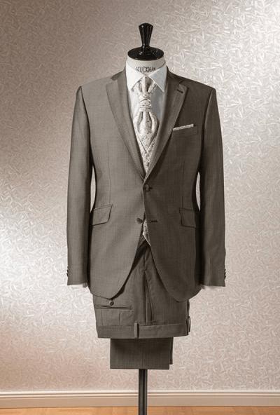 Beispiel: Ihr Hochzeitsanzug, Foto: Schanda Männermodewelt.