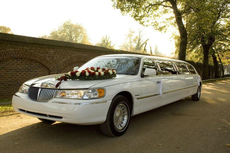 Beispiel: Hochzeitslimousine, Foto: Rent-A-Limo.
