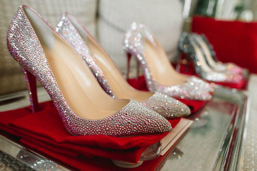 Шикарная свадьба в Париже с сюрпризом для невесты: платьем от известного свадебного дизайнера Ana Qasoar и туфлями от Cristian Louboutin