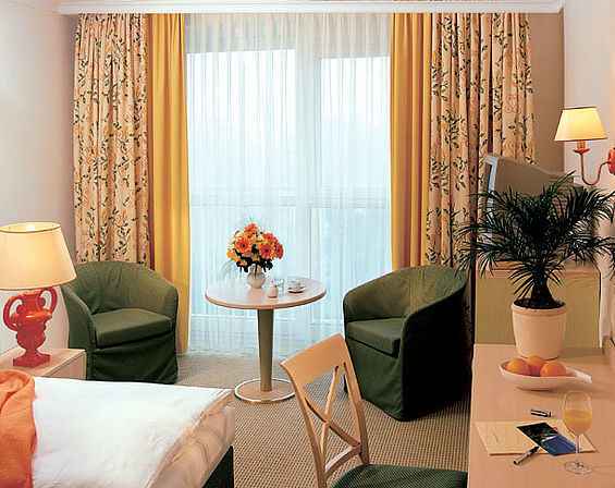 Beispiel: Doppelzimmer, Foto: Travel Charme Nordperd & Villen Göhren.