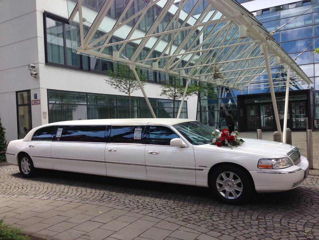Beispiel: Weisser Lincoln Town Car, Foto: MK - Limousinen München.
