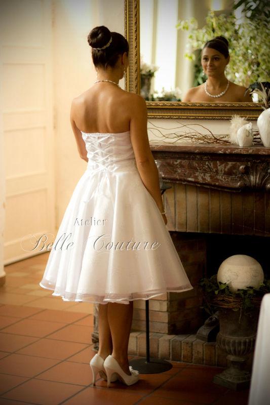 Petticoat-Brautkleid, trägerlos, aus hochwertigem Satin mit Kristall-Organza