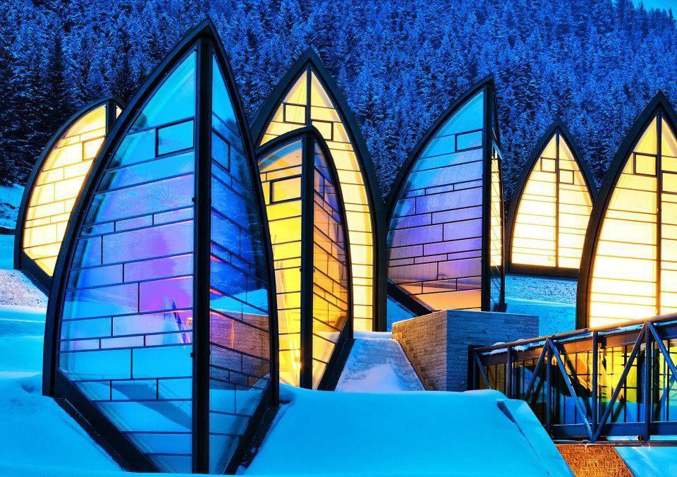 Beispiel: Hotel bei Nacht, Foto: Tschuggen Grand Hotel Arosa.