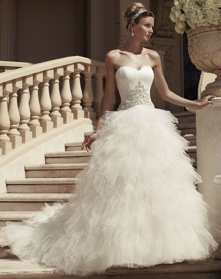Beispiel: Exklusive Brautmode, Foto: White Silhouette.