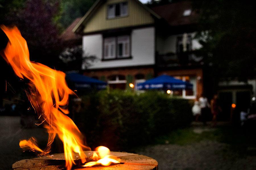 Beispiel: Außenansicht - Fackel, Foto: Waldrestaurant St. Ottilien.