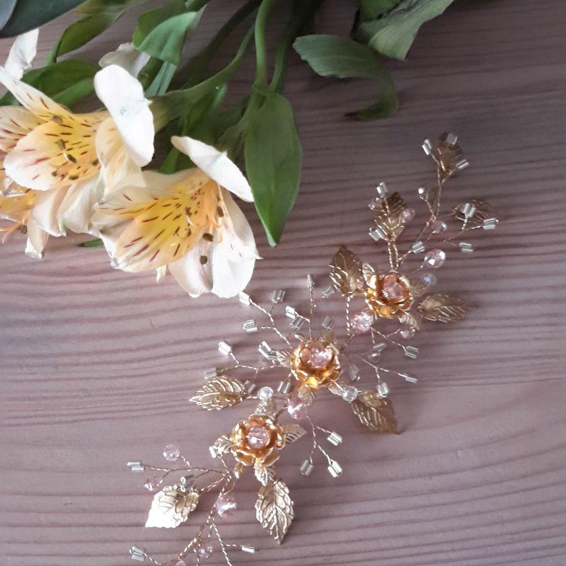 украшение из медной проволоки с золотистым покрытием, кристаллами розовыми и бисером