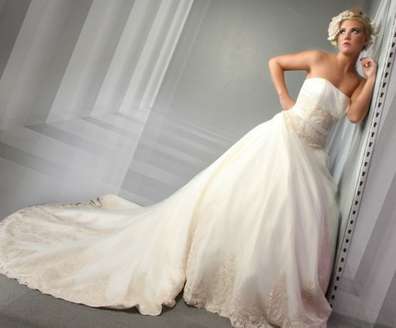Beispiel: Ihr Brautkleid mit Stil, Foto: Eliyzi Couture Berlin.