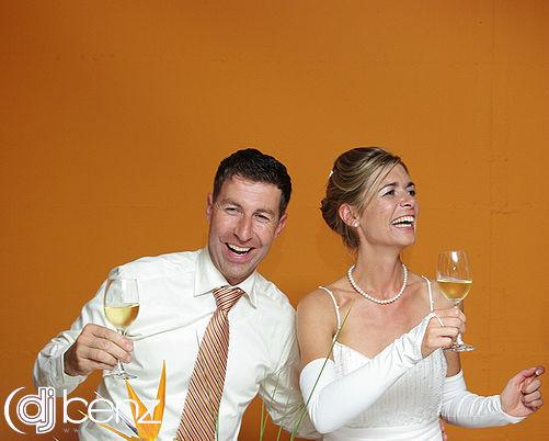 Beispiel: Glückliches Hochzeitspaar, Foto: DJ Benz.