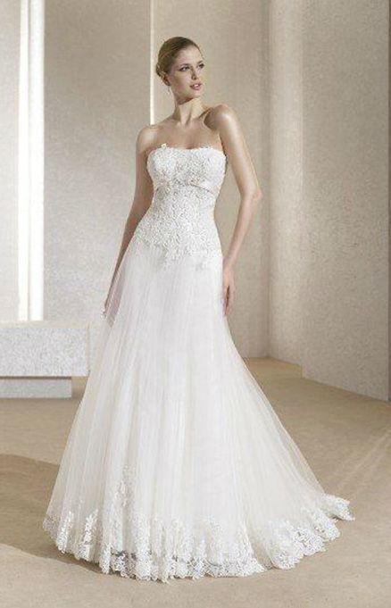 Beispiel: Romantische Brautkleider, Foto: Hochzeitssalon Jereb.