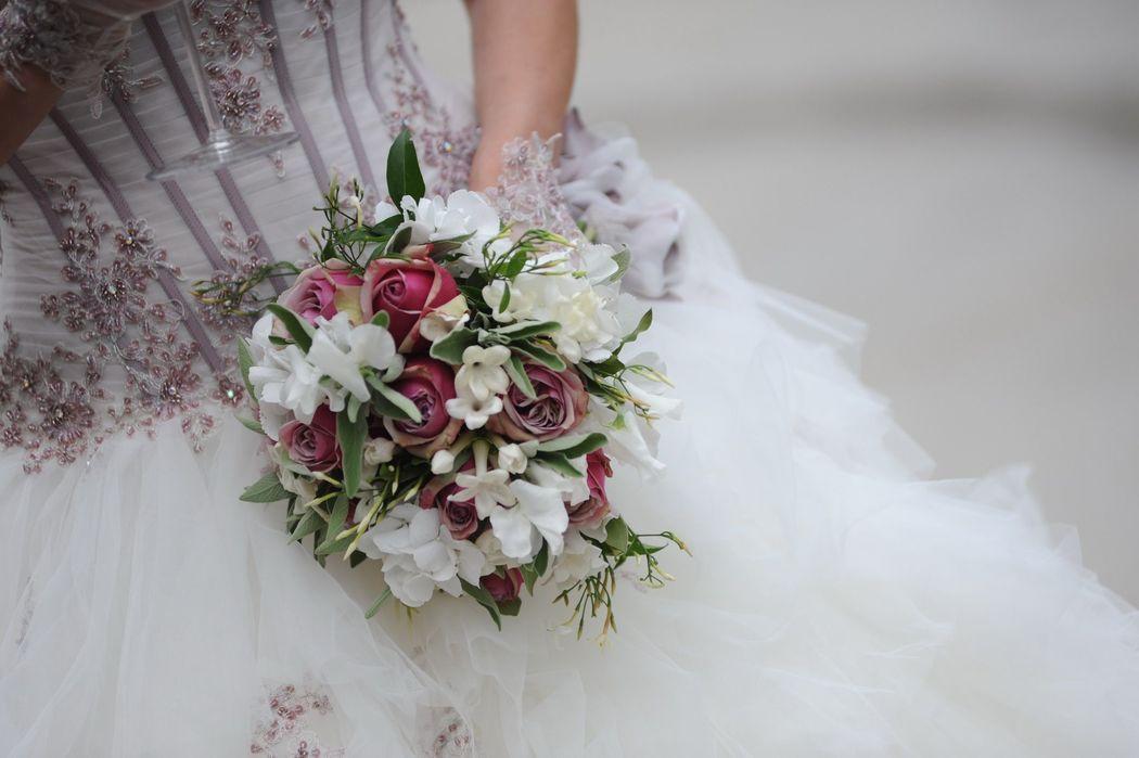 Bouquet abbinato all' abito