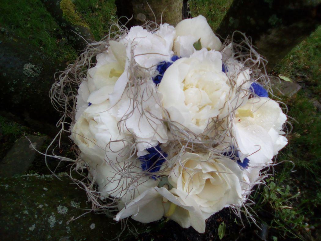 Bouquet blanc, gris et bleu