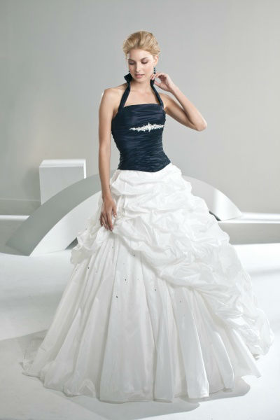 Beispiel: Einzigartige Brautkleider, Foto: Bea's Brautmode.