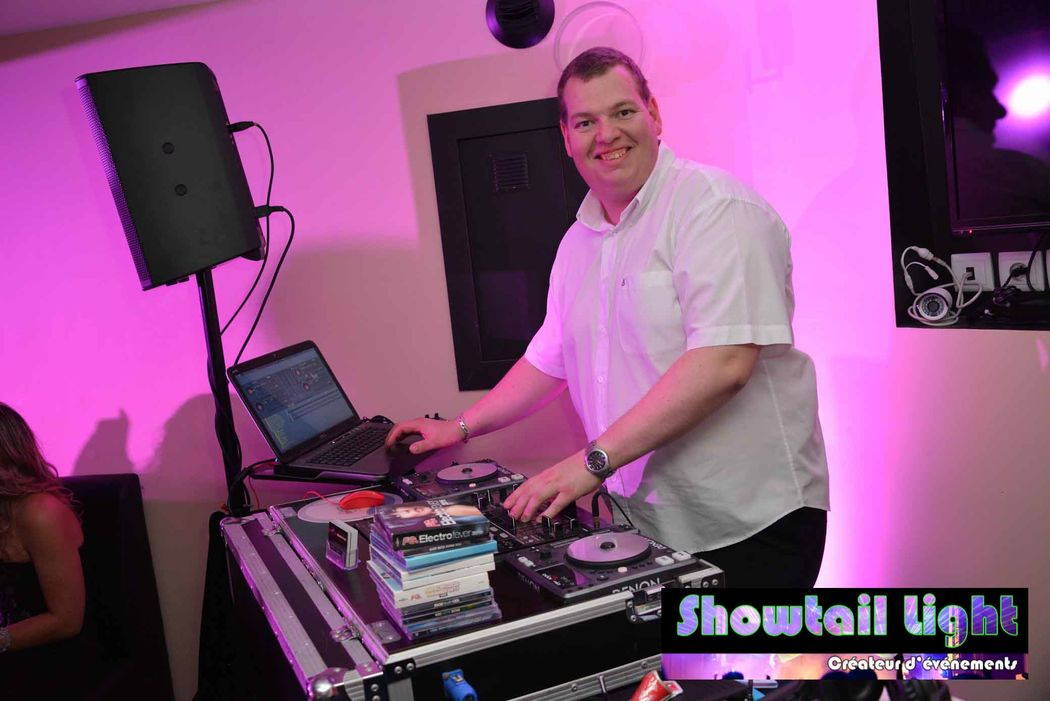 Animateur disc jockey Showtail Light