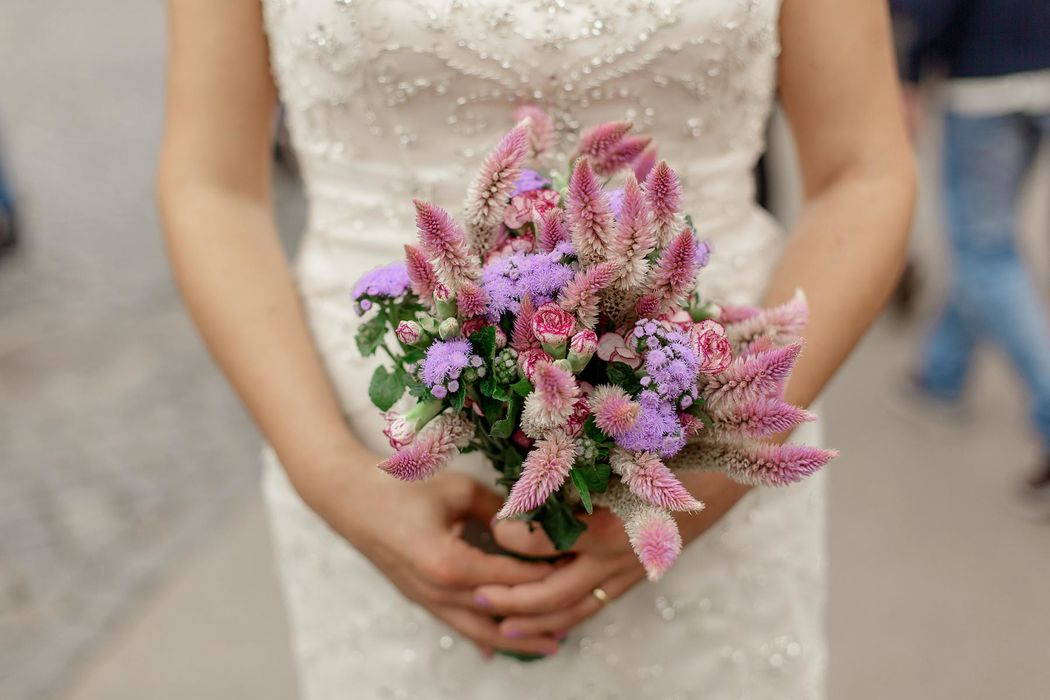 italian engament rome  couple angela.photo angela matrimonio fidanzamento trashthedress nozze italia sposi roma foto coppia bouquet