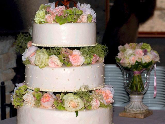 Beispiel: Hochzeitstorte, Foto: Blumen Malecek.