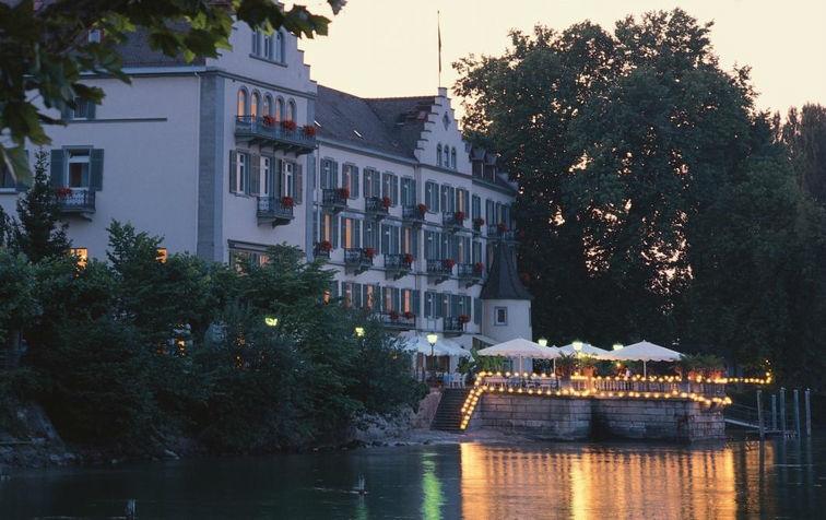 Beispiel: Hotel und Terrasse, Foto: Steigenberger Inselhotel Konstanz.
