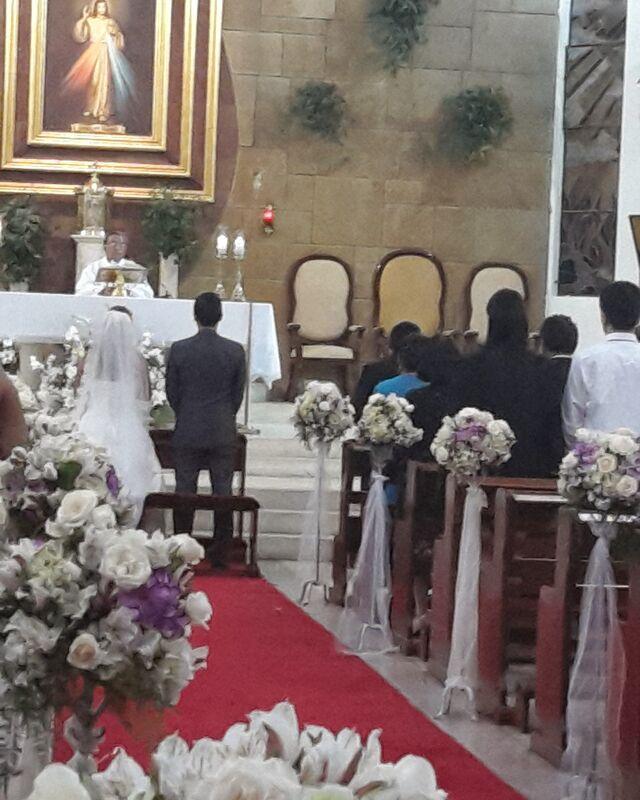 En la boda de mis novios Carolina y Angel. Iglesia: #señordeladivinamisericordia  Locacion y Catering: #centrodeconvencioneslosincas Fotografia y Video: #cromox