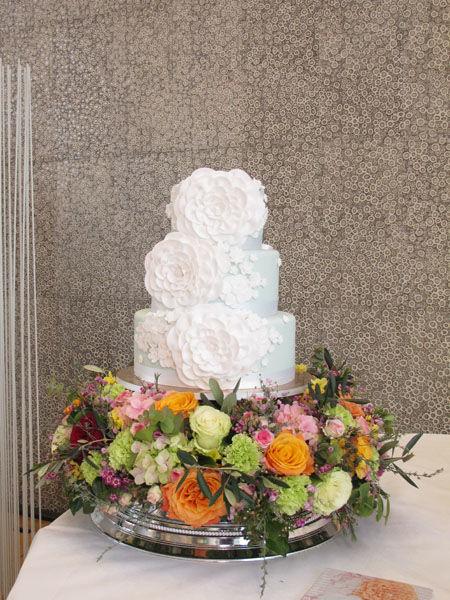 Beispiel: Hochzeitstorte Kollektion Blumenbouquet, Foto: Madame Miammiam.