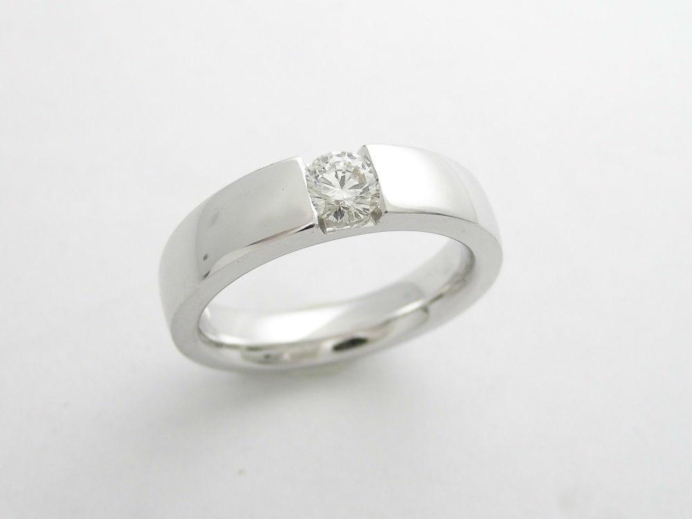 Beispiel: Große Auswahl an Verlobungsringen, Foto: Juwelier Neuwirth.