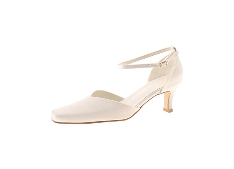 Beispiel: Schuhe für die Braut aus Satin, Foto: Die Brautschuhe.
