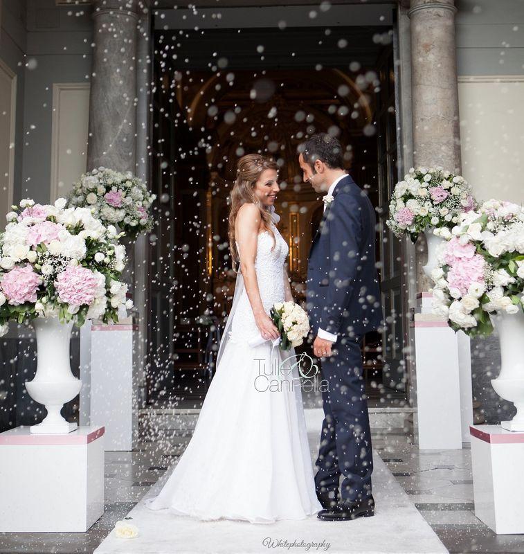 Matrimonio Sorrento Sposi Lancio del riso fuori la Chiesa