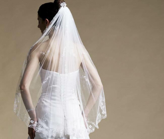 Beispiel: Accessoires für Bräute, Foto: Magy's Brautmode.