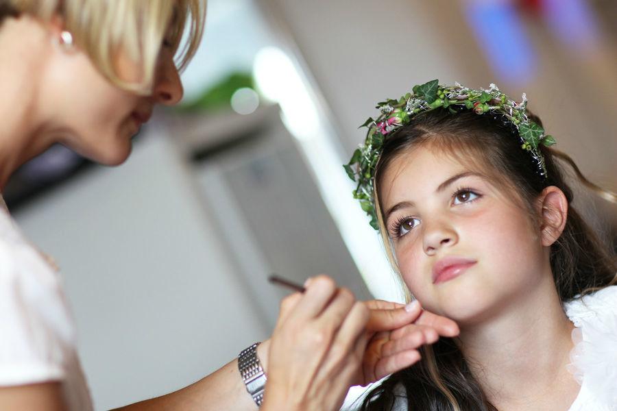 Beispiel: Haarschmuck für Blumenkinder, Foto: Blumen Bachmann.