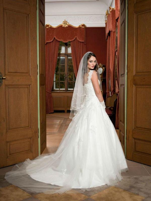 Beispiel: Mode für die Braut mit Stil, Foto: sunita sood.