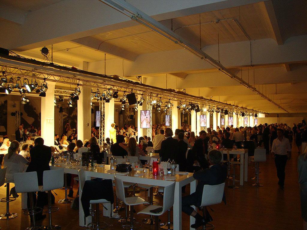 Beispiel: Loewe Saal - Bankett, Foto: Loewe Saal.