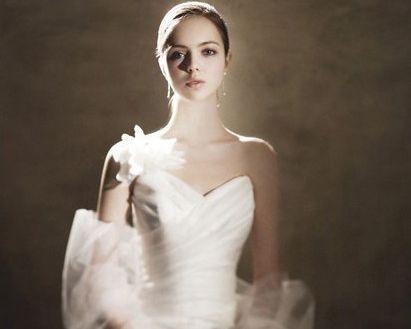 Beispiel: Brautkleid klassisch, Foto: Noviamor.