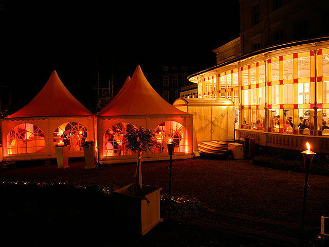 Beispiel: Partyzeltlandschaft, Foto: Stapel - Feines Catering.