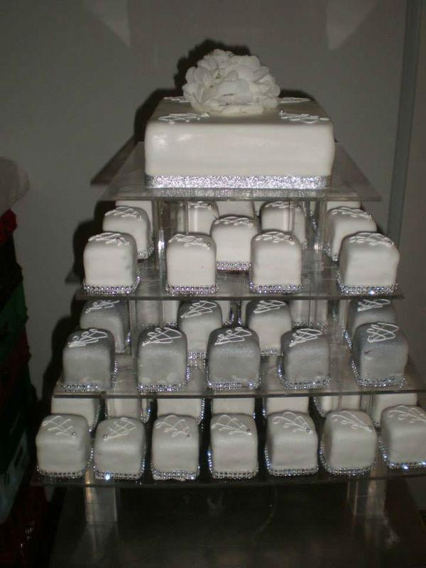 Beispiel: Minitörtchen zum Hochzeitsfest, Foto: Konditorei Stadtlehner.
