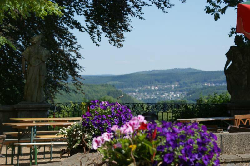 Beispiel: Terrasse mit Ausblick, Foto: Schlosshotel Friedewald.