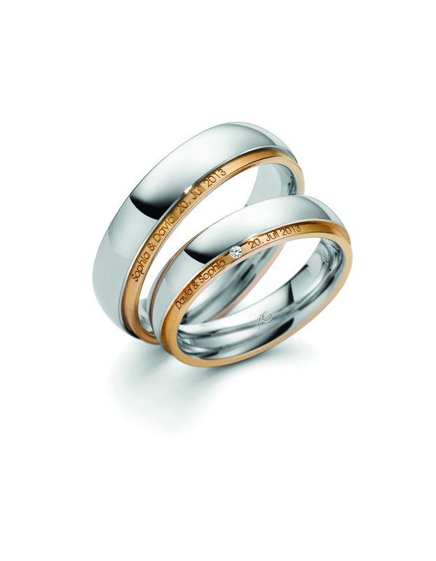 Mooie robuuste ringen in wit met geelgoud gecombineerd. Subtiel en bijzonder detail zijn de gravure van de naam en de datum in de geelgouden buitenrand van ring. Voor de dame natuurlijk ook een diamantje.