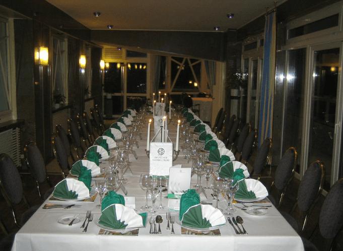 Beispiel: Festtagstafel, Foto: Schlossberg-Hotel Homburg Saar.