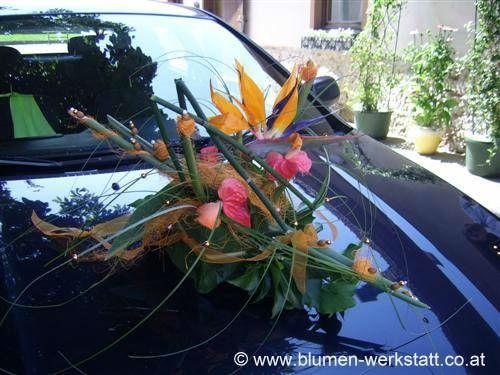 Beispiel: Blumenschmuck für das Auto, Foto: Blumenwerkstatt Klára Kwas.