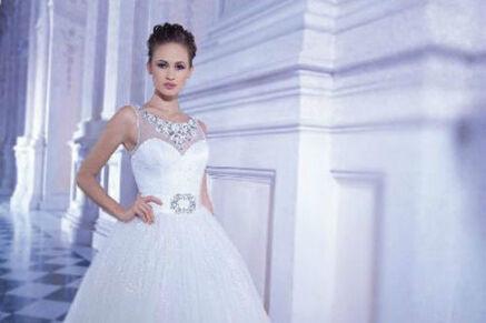 Beispiel: Glamouröses Brautkleid, Foto: Brautmode Milojka,