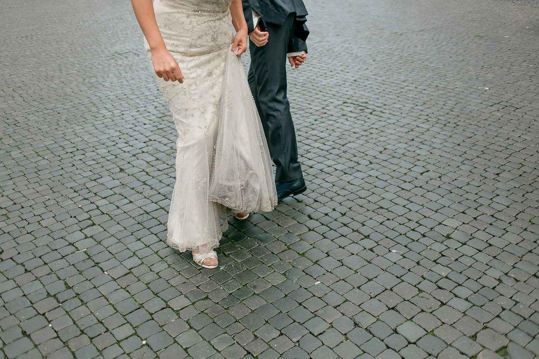 italian engament rome  couple angela.photo angela matrimonio fidanzamento trashthedress nozze italia sposi roma foto coppia piazza navona