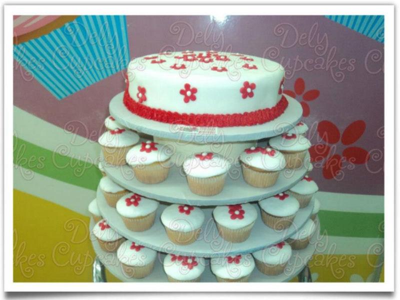 Pasteles para boda y repostería elegante - Foto Dely Cupcakes