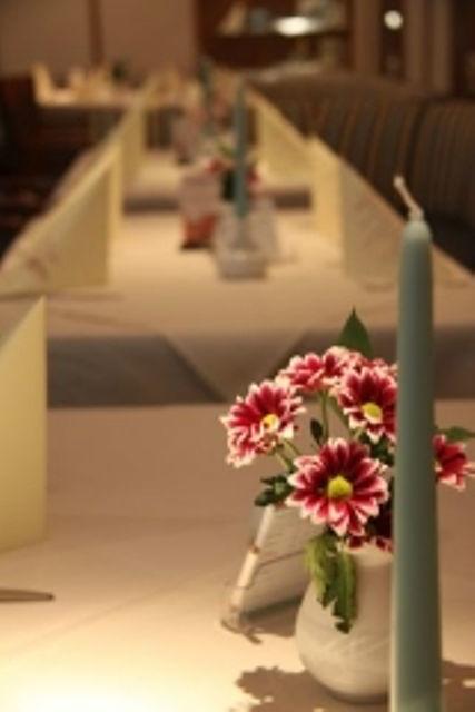 Beispiel: Gedeckte Tafel - Tischdekoration, Foto: Hotel An der  Hasenheide.