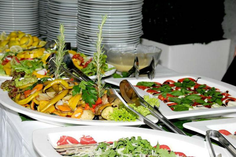 Beispiel: Köstliche Speisen wunderschön präsentiert, Foto: Golden Catering.